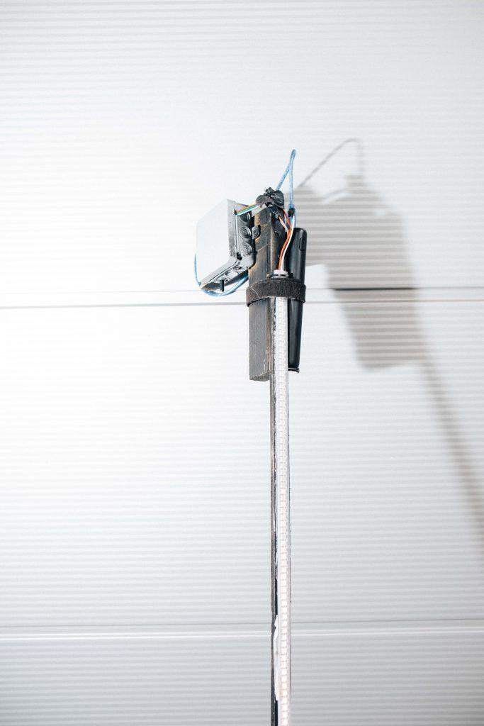 Leuchtstab mit Kontrolleinheit und Powerbank.